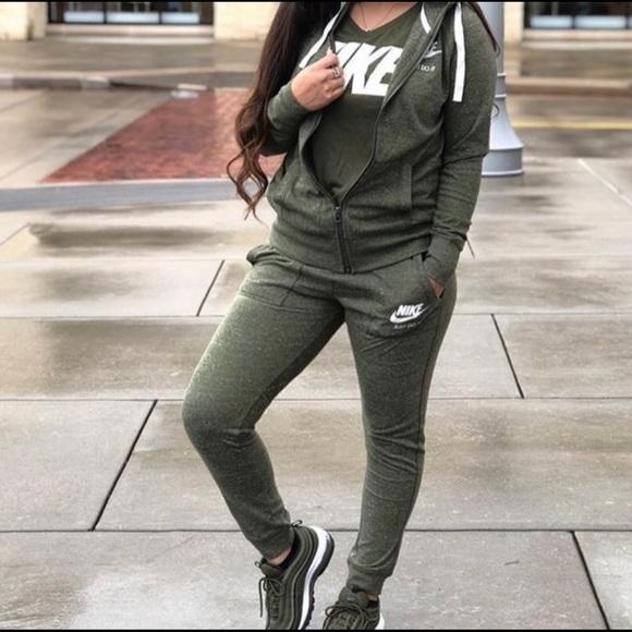 Olive Green Nike Sweatsuit | Poshmark